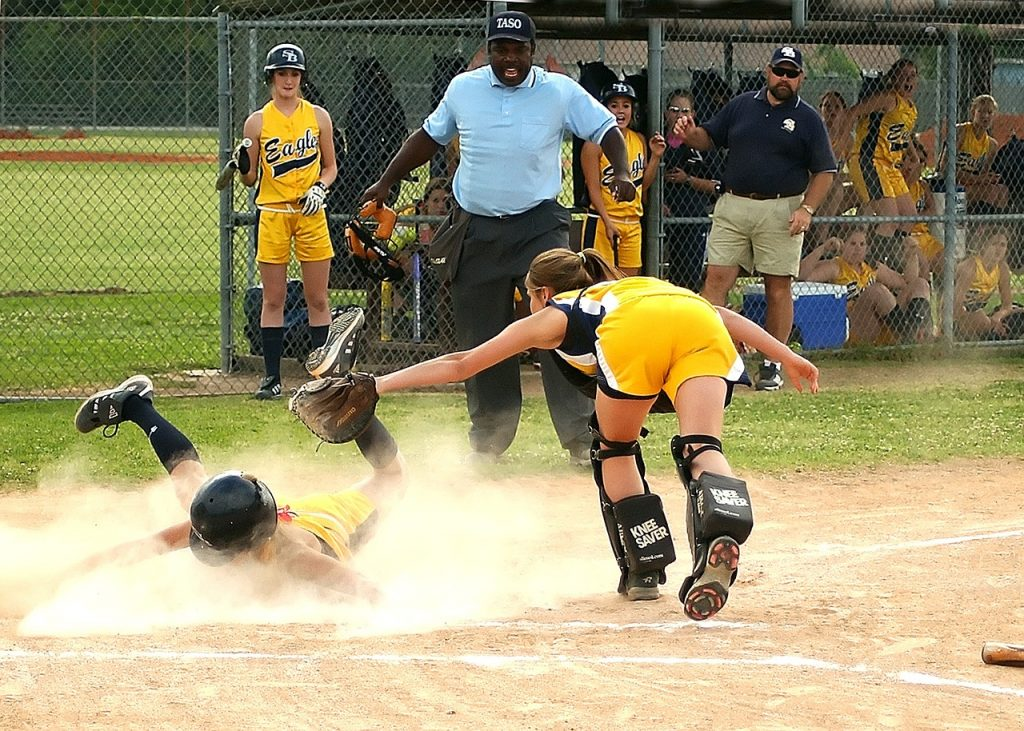 softball, scoring, sliding